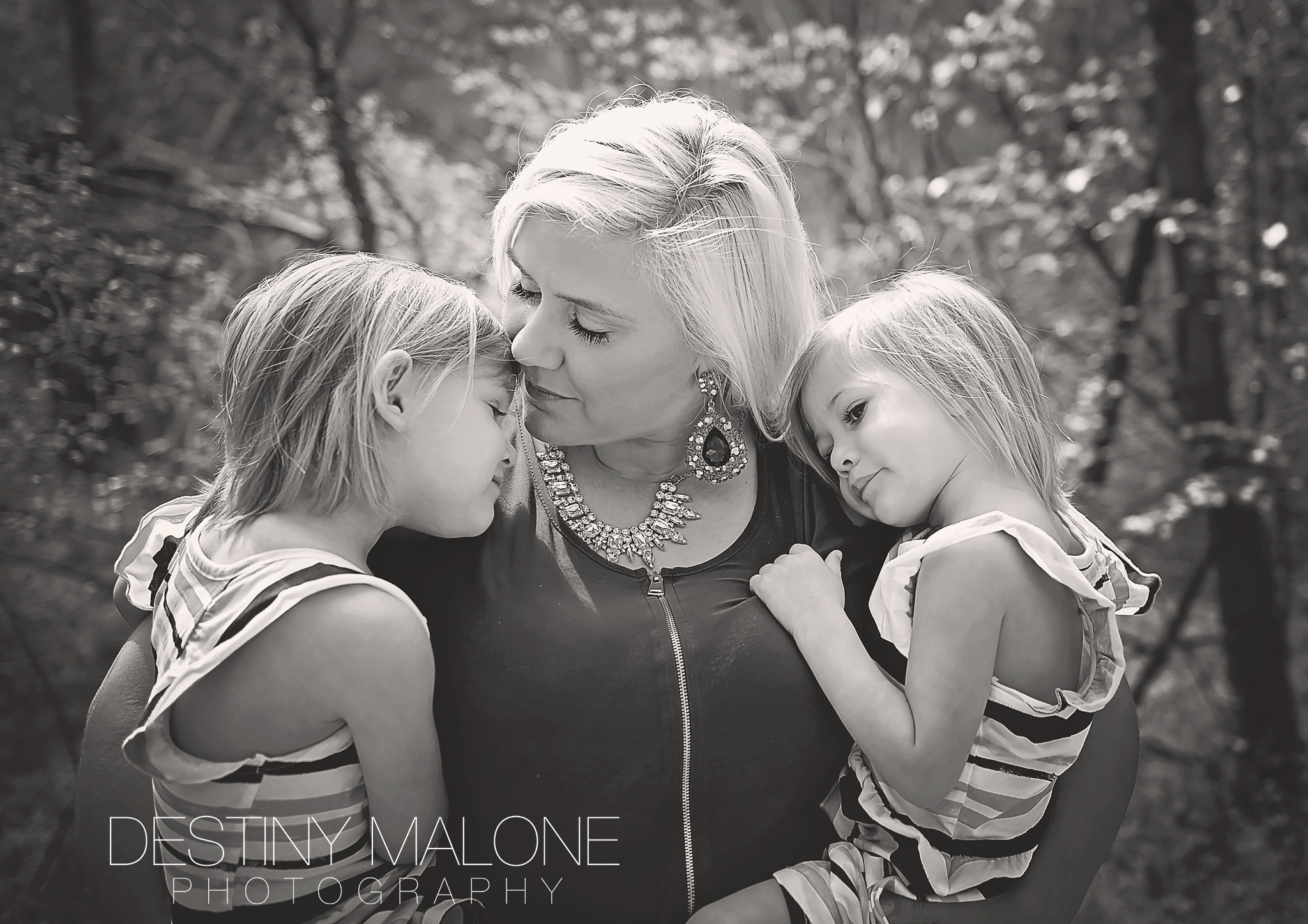 Emotional mother daughter portraits in Rowlett TX