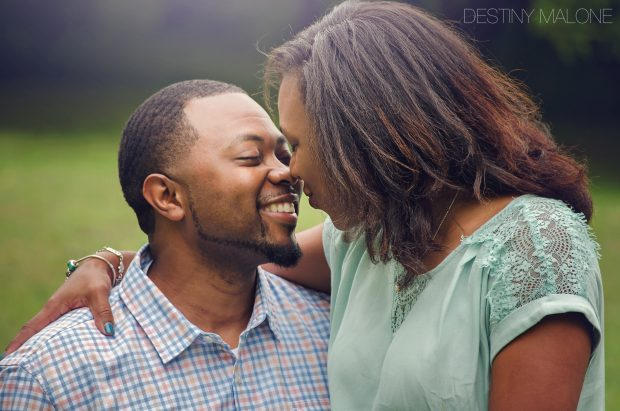couple-kissing-photography